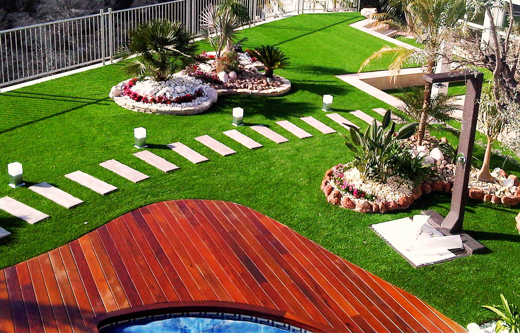 Ideas decorativas con c sped artificial instaladores - Cesped artificial jardin ...