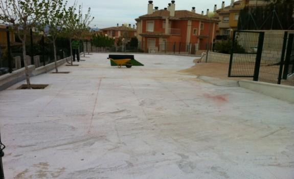 Preparativos para instalación de césped en casa de Murcia.
