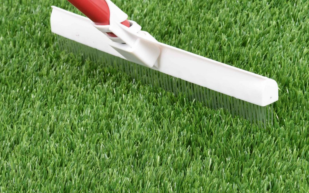 How to brush the artificial turf?