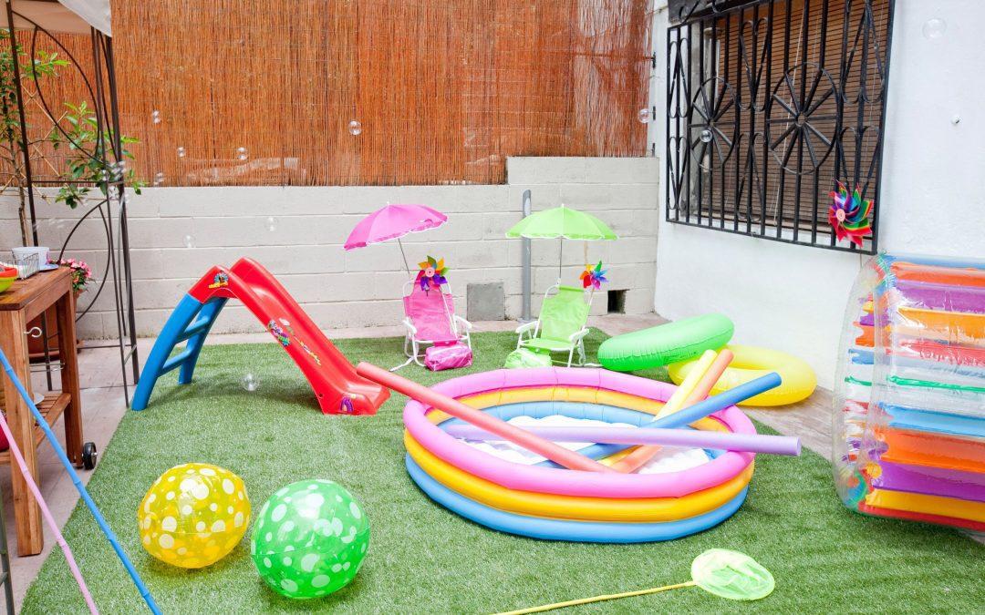 Césped artificial para niños: características y ventajas