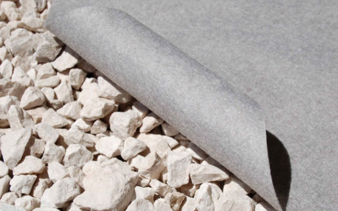 Geotextile mesh: what is it and what other tools and materials do you need to install artificial grass?