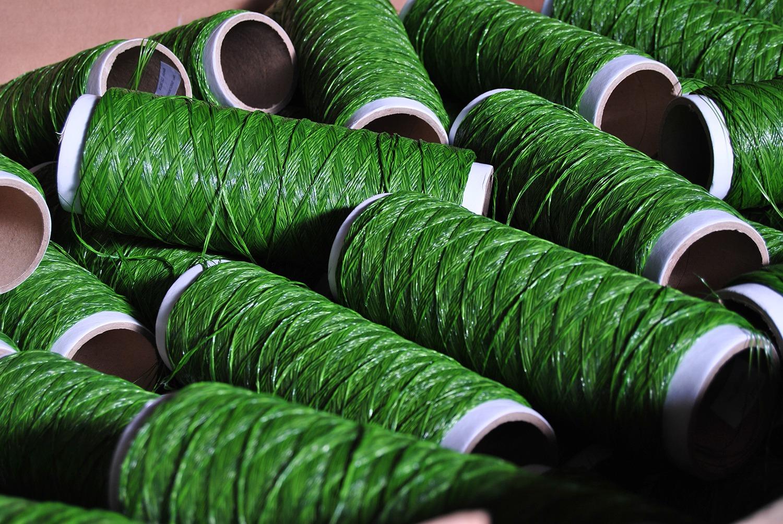 Tipos de hilos con los que se hace el césped artificial